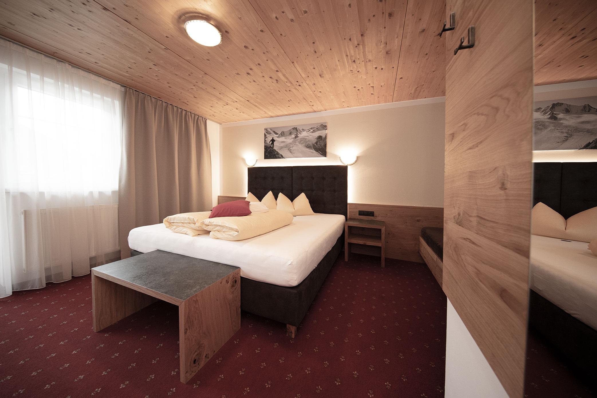 Zimmer mit Balkon und Dusche WC
